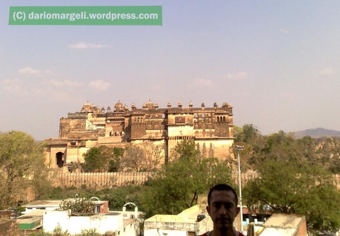 str_india_orchha_chhatris_22032009189