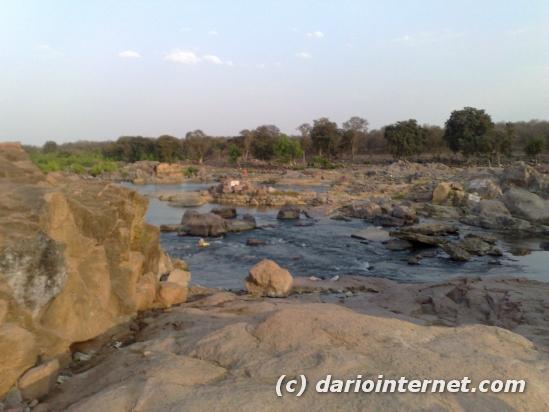 tr_india_orchha_betwa_river
